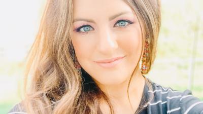 Lindsey Riel headshot